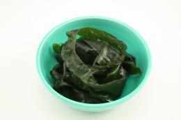 生わかめ/湯通し塩蔵 1kg   中国産   【冷凍】